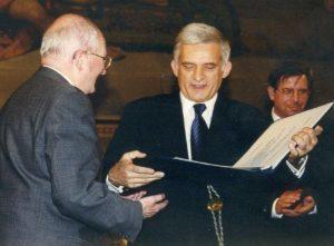 zdjecie_Buzek_profProPublicoBono_m-300x221
